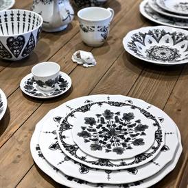 babele_nero_china_dinnerware_by_richard_ginori.jpeg