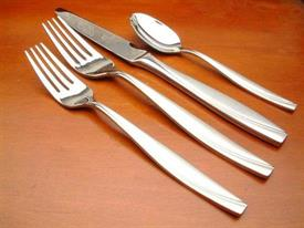 camlynn_stainless_flatware_by_oneida.jpg