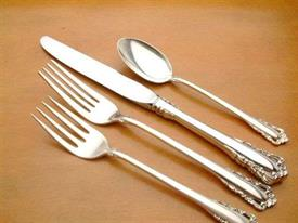 carillon_sterling_silverware_by_lunt.jpg