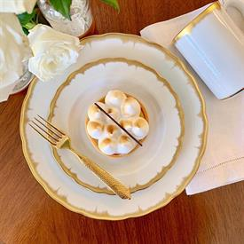 chelsea_feather_gold_china_dinnerware_by_mottahedeh.jpeg