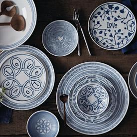 ed_blue_love_gifts_china_dinnerware_by_royal_doulton.jpeg