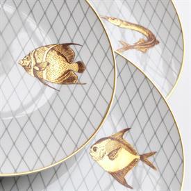 les_poissons_d'or_china_dinnerware_by_bernardaud.jpeg