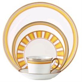 marc_jacobs_david_canary_china_dinnerware_by_waterford.jpeg
