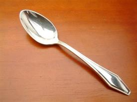 newport__int_h__and__ed__plated_flatware_by_holmes__and__edwards.jpg