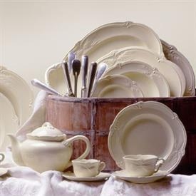 rocaille_cream_china_dinnerware_by_gien.jpeg