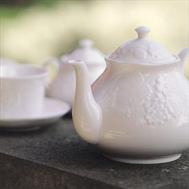 strawberry__and__vine_china_dinnerware_by_wedgwood.jpeg