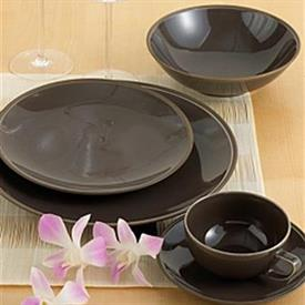 tonal_edge_bronze_china_china_dinnerware_by_calvin_klein.jpeg