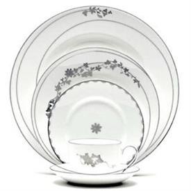 vera_fleurs_china_dinnerware_by_vera_wang_wedgwood.jpeg