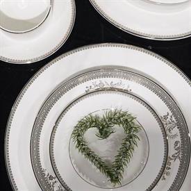 vera_lace_china_dinnerware_by_vera_wang_wedgwood.jpeg