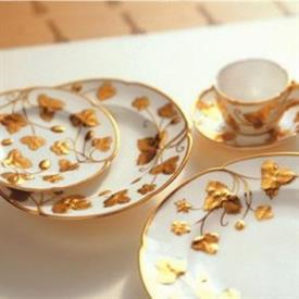 victoria_strawberry_gold_china_dinnerware_by_minton.jpeg