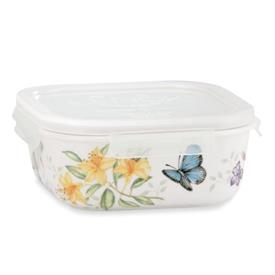 "-6"" SQUARE SERVE AND STORE CONTAINER. MSRP $36.00"