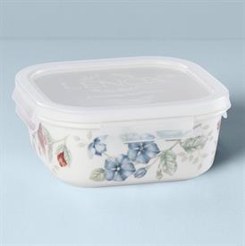 -SQUARE SERVE & STORE CONTAINER. 20 OZ. CAPACITY. MSRP $888267