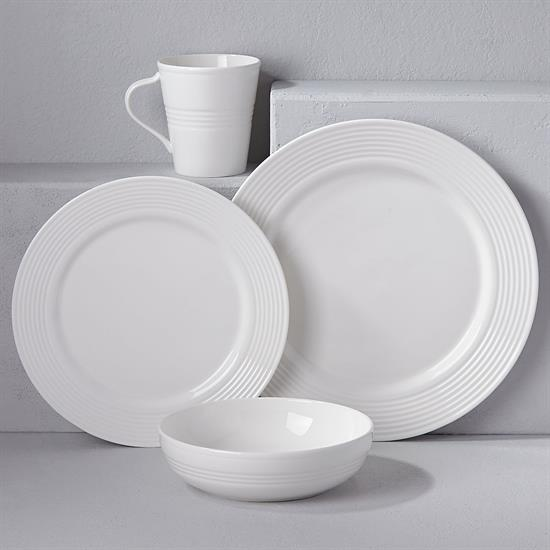 SEVEN DEGREES 4 PIECE PLACE SETTING. MSRP $108.00