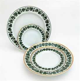 ,31P FULL GREEN VINE BY MEISSEN. ASSORTED TRIMS. 12 DINNER, 3 DESSERT, 6 SALAD, 5 BREAD, 4 SOUP, 1 PLATTER.