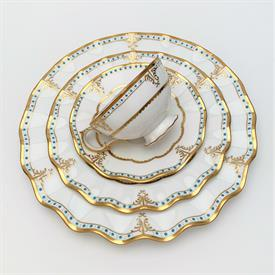 ,61P FLORENTINE TURQUOISE (WITH MEDALLION) BY WEDGWOOD. INCLUDES 12 5-PIECE PLACE SETTINGS AND 1 ROUND PLATTER