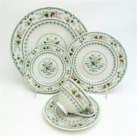 ,40P PROVENCAL BY ROYAL DOULTON. CA. 1967-1997. INCLUDES EIGHT 5-PIECE PLACE SETTINGS.