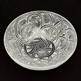 """,'JAMAIQUE' FROSTED FERNS BOTTLE COASTER/ASHTRAY. SMALL FLAKES ON INNER EDGE. 5.5"""" WIDE, 1"""" DEEP"""