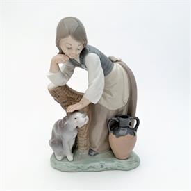 ",1997 ANNUAL EGG WITH ORIGINAL BOX. 4.25"" TALL, 3"" WIDE"