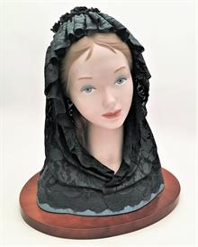 ",1538 BUST WITH BLACK VEIL. 1988-2005. 14.5"" X 13.75"". PERFECT CONDITION!"