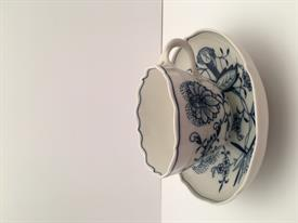 ",MEISSEN BLUE ONION SCALLOPED CUP/SAUCER W NO INDENT CROSSED SWORDS BACK STAMP 2.5""T (CUP) 5 5/8""D (SAUCER)"