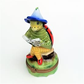 ",PERRY VIEILLE LADYBUG READING A BOOK BOX. RARE AND RETIRED. HAND-PAINTED. 3.5"" TALL, 1.8"" WIDE"