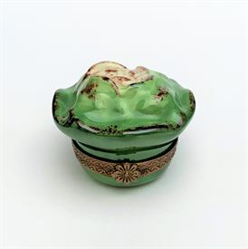 """,RETIRED PARRY VIEILLE CREAM PUFF PASTRY & SPOON ON PLATE TRINKET BOX. HAND PAINTED, SIGNED. 1.65"""" TALL, 2.1"""" WIDE"""