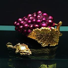 ",GRAPES BOX WITH CHARM. HAND ENAMELED. 2.75"" W X 1.25"" T X 1.5 D"