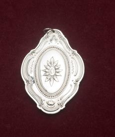 ,1982 MEDALLION W/BOX STERLING SILVER ORNAMENT
