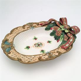 ",FLORENTINE CHRISTMAS OVAL VEGETABLE BOWL. 10"" LONG, 8"" WIDE, 2"" TALL. 1998-2002"