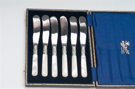SET OF 6 BUTTER SPREADERS WITH MOTHER OF PEARL HANDLES IN FITTED BOX