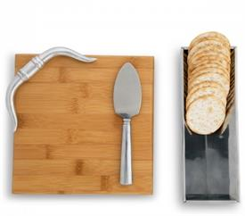 "-FIGURAL HORN BAMBOO CHEESE SET. INCLUDES 8.5"" LONG, 8"" WIDE BOARD, 9"" LONG, 3"" WIDE STAND, & 7"" LONG CHEESE KNIFE"