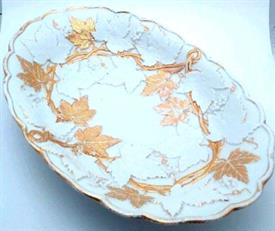 ",11 3/8"" OVAL GRAPE LEAF PORCELAIN BOWL. 11 3/8""x7 7/8""x1.5"". 19TH CENTURY (MARK DATES FROM 1815)."