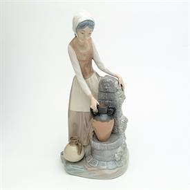 """,0136 'LADY AT THE FOUNTAIN' GIRL COLLECTING WATER FIGURINE. 11.5"""" TALL"""