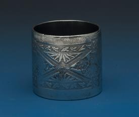 ANTIQUE VINTAGE SILVER PLATED NAPKIN RING - COOL PATTERN!