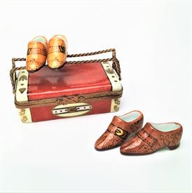 ",RARE RETIRED SHOE CASE WITH TWO PAIRS OF 'SURPRISE' MEN'S SHOES. HAND PAINTED, SIGNED. 1.4"" TALL, 2.95"" LONG, 1.75"" WIDE"