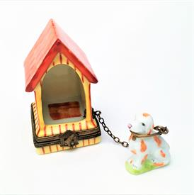 ",RETIRED DOG ON LEASH WITH DOG HOUSE TRINKET BOX. HAND PAINTED, SIGNED. BOX MEASURES 2.5"" TALL, 1.7"" LONG, 1.5"" WIDE. DOG MEASURES 1.25"" TAL"