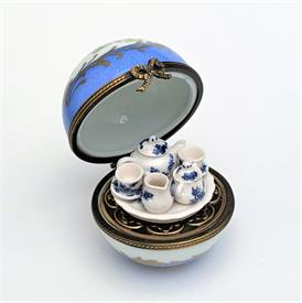 ",RARE RETIRED PARRY VIEILLE DOG WITH TOILET PAPER TRINKET BOX. HAND PAINTED. 2.4"" TALL, 2.2"" LONG, 1.5"" WIDE"