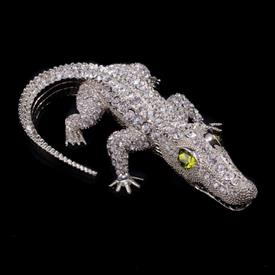 "-,BULL GATOR WITH OLIVINE EYES PAPERWEIGHT. 1"" TALL, 3"" WIDE, 5.5"" LONG"