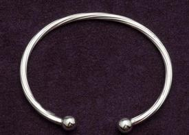 ,_B-220 BABY BRACELET TWIST STERLING SILVER BABY BANGLE BRACELET TWIST DESIGN. RETAIL VALUE $35