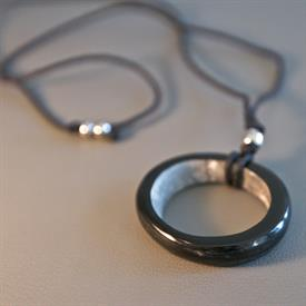 -HOOP NECKLACE DARK