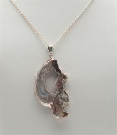 "-GN136S GEODE SLICE NECKLACE DIPPED IN SILVER. 23"" CHAIN"