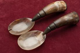 "-HORN SALAD SET BROWN AND TAN 10""IN LENGTH"