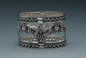"""_NAPKIN RING VERY ORNATE SILVER PLATE OVAL 2""""WIDE."""