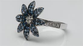 _14K WHITE GOLD LIGHT AND DARK BLUE SAPPHIRE FLOWER RING
