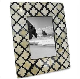 "_4X6"" ILLUSIONS FRAME IN BLACK & WHITE."