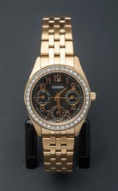 -YELLOW GOLD TONE LADIES BRACELET WATCH WITH BLACK DIAL