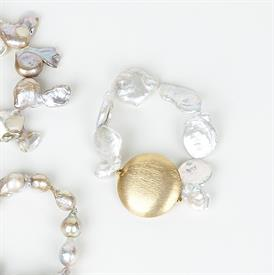 _PEARL BRACELET WITH ASSORTED METAL DISC