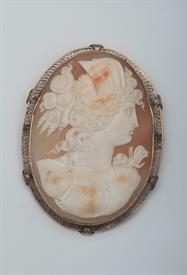 14K YELLOW GOLD, SHELL CAMEO BROOCH 2.5 INCHES LONG 34 GRAMS GROSS WEIGHT