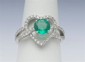 18K WHITE GOLD, EMERALD AND DIAMOND RING 5 GRAMS GROSS WEIGHT SIZE 6