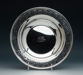 ",FILAGREED TOP TIFFANY STERLING SILVER FRUIT BOWL 14.95 TROY OUNCES STERLING SILVER 10.25"" DIAMETER 1.80 HEIGHT MONOGRAMMED ""DOG"""